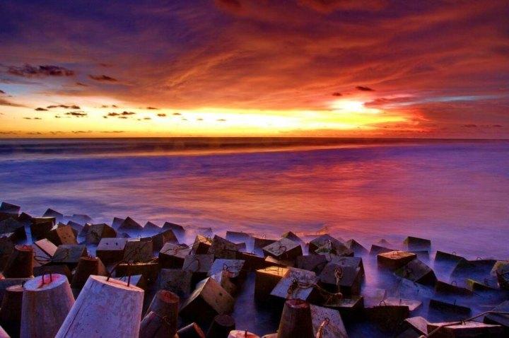 Pantai Galah yang senjanya selalu gagah dan keren.