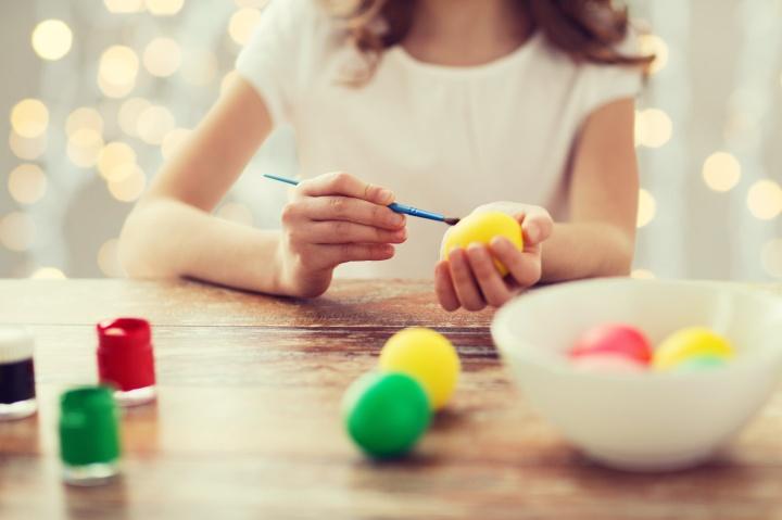 Terapi seni menggunakan aktivitas yang bersifat kreatif dapat membantu seseorang mengatasi konflik emosional