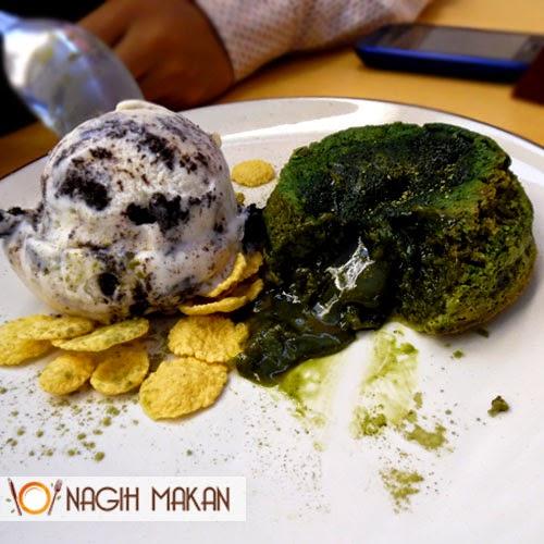 Island-Creamery-Green-Tea-Lava-with-Oreo-Ice-Cream