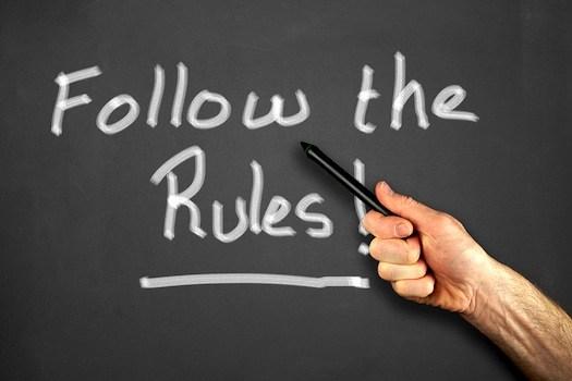 Ikuti peraturan yang sudah ada dan jaga sikap kamu di kantor. (via: http://blog.clifford-james.co.uk)