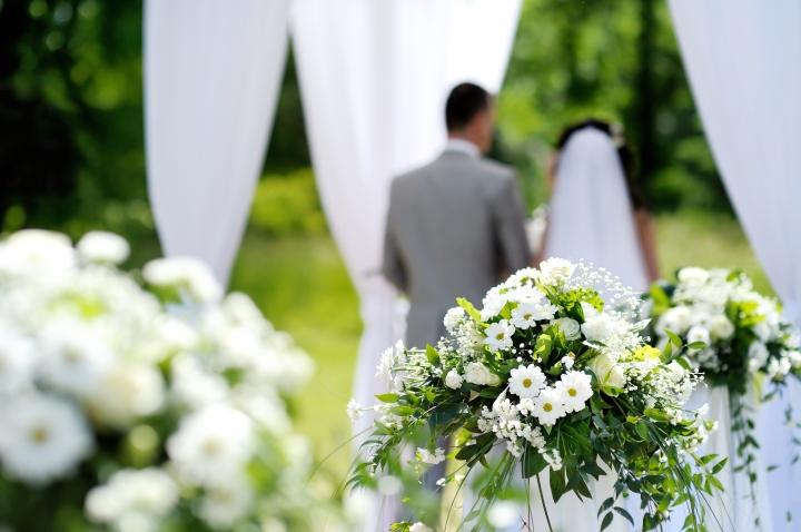 Mulailah belajar menerima segala kelebihan dan kekurangan pasanganmu. (Via: www.doublejj.com)
